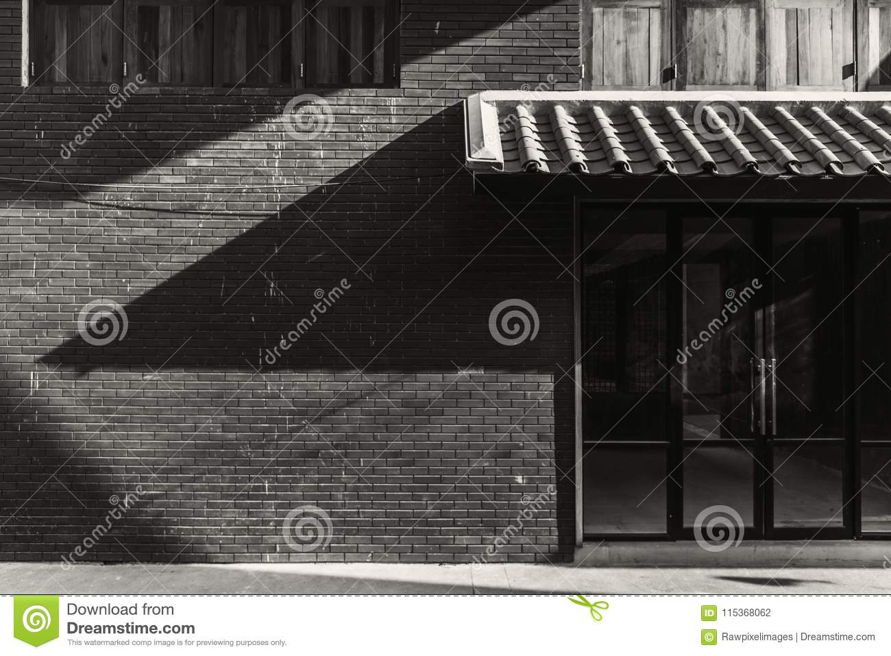 e7d94b2314 Exterior Of A Shopfront In The City Stock Photo - Image of city ...
