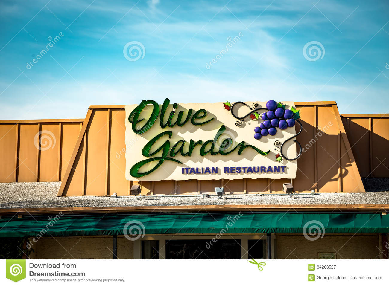 lancaster pa january 15 2017 exterior of olive garden italian kitchen restaurant location olive garden is a chain restaurant that offers casual - Olive Garden Lancaster