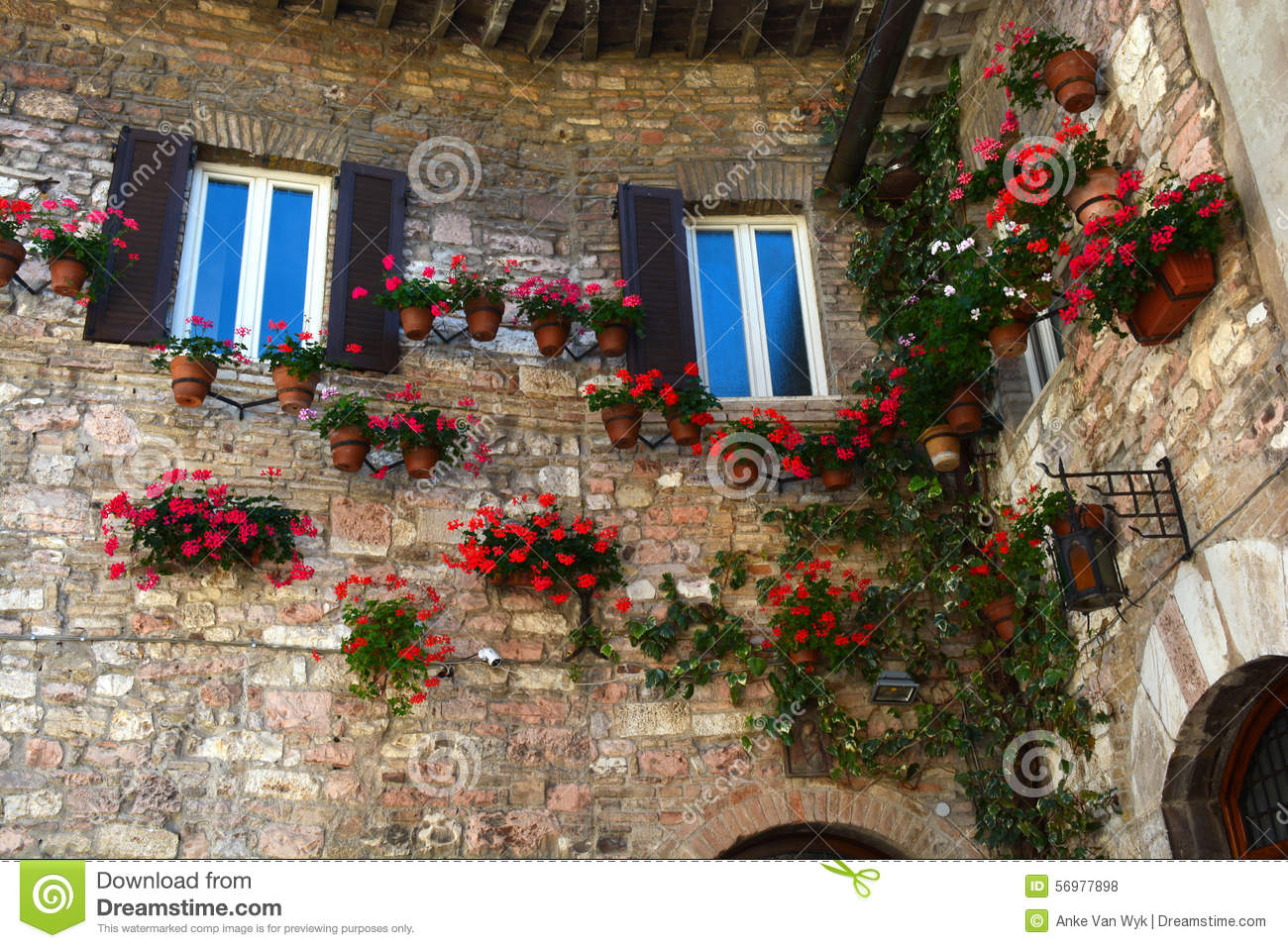 Exteriour wall of italian house stock photo image 56977898 for Classic italian house