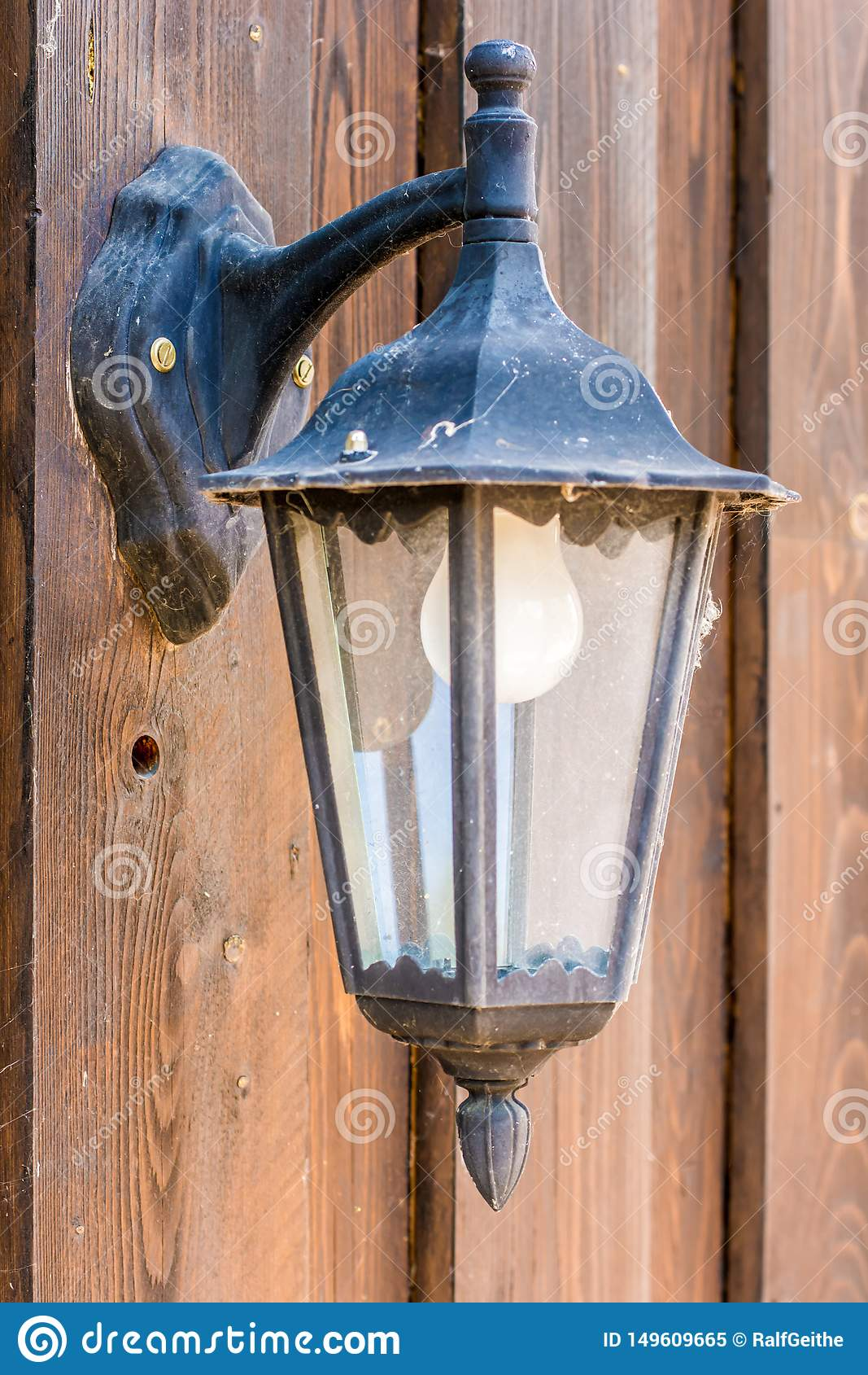 Externe Lampe auf h?lzerner Fassade
