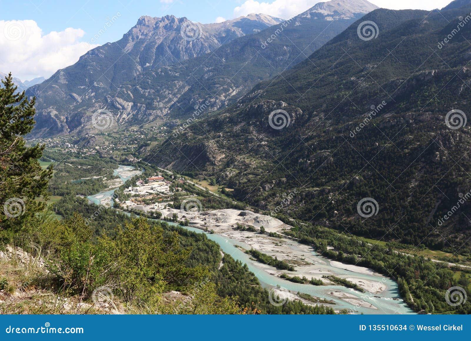 Extraction de sable le long de la rivière de Durance, Hautes-Alpes, France