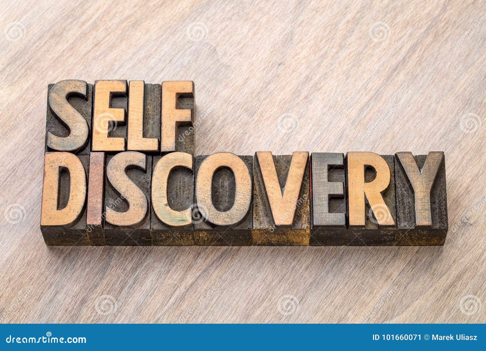 Extracto de la palabra del descubrimiento del uno mismo en el tipo de madera