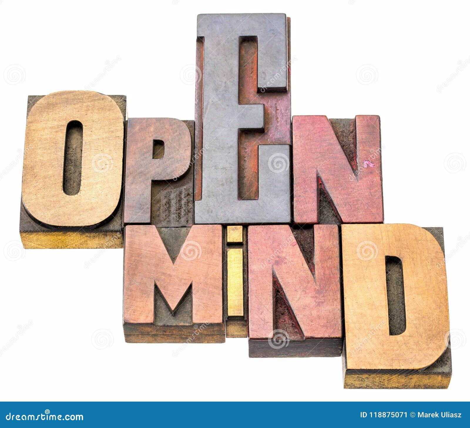 Extracto de la palabra de la mente abierta en el tipo de madera