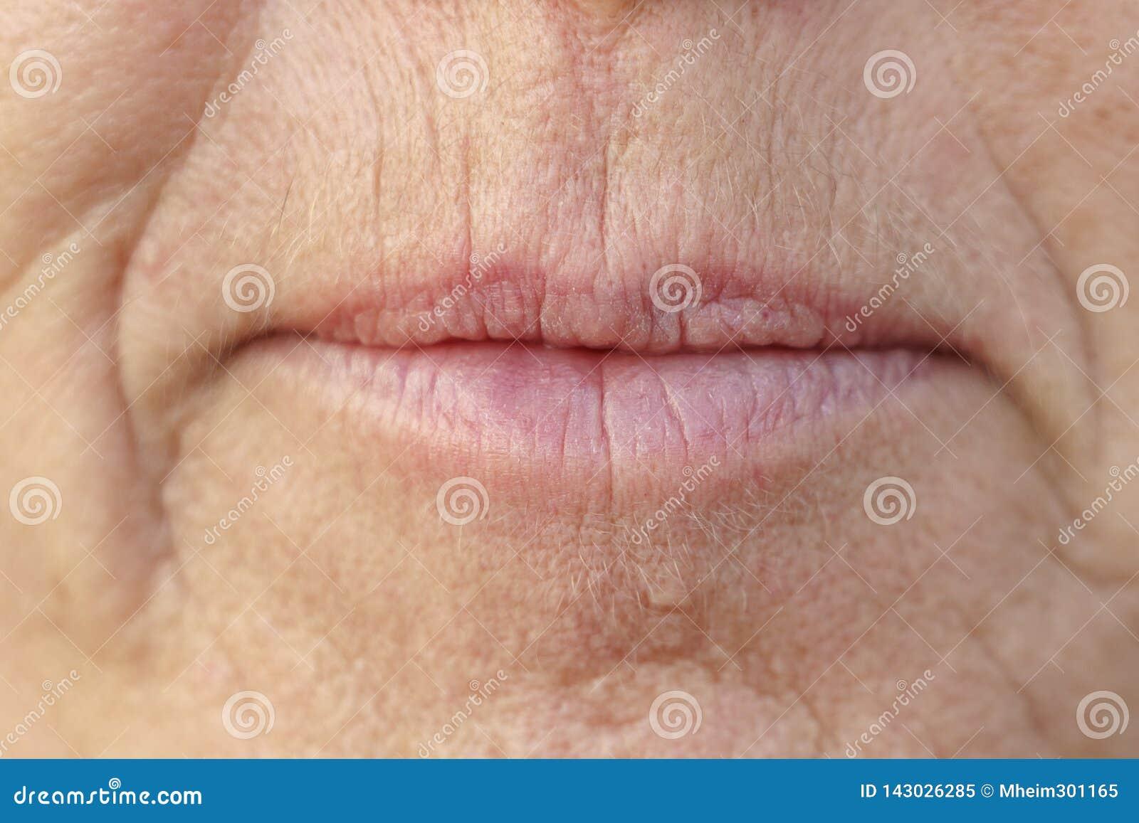 Extrem Closeup på munnen av en medelålders kvinna