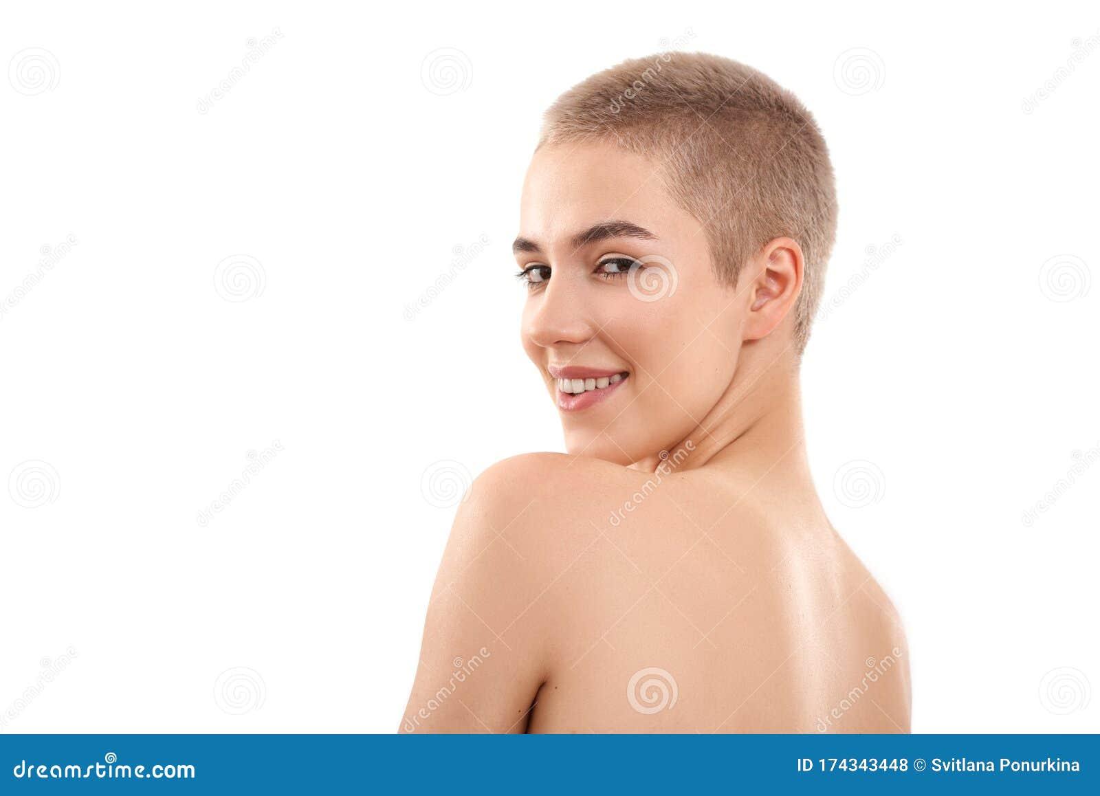 Kurze blonde Frau von nackt