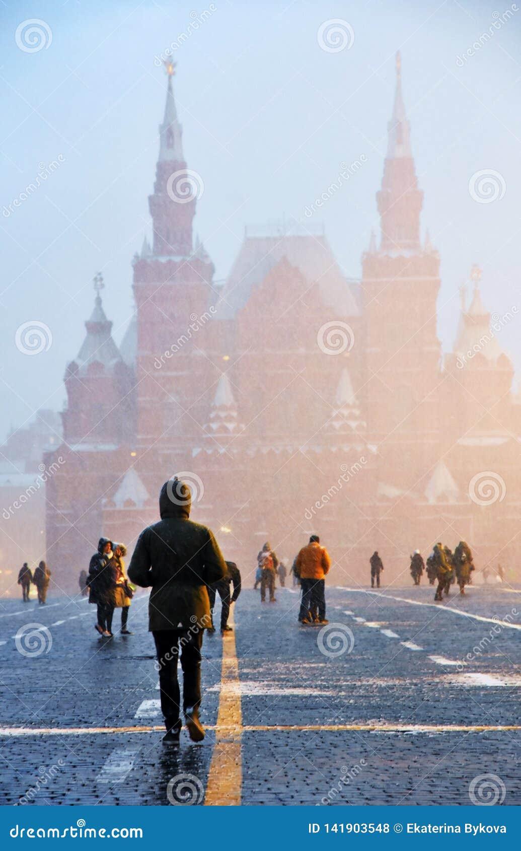 Extreme Schneefälle auf dem Roten Platz in Moskau