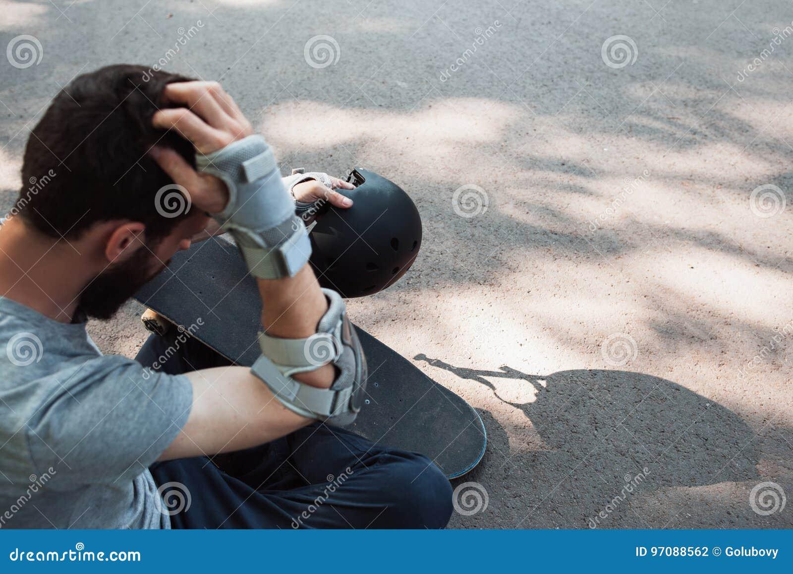 Extreme sport painful injury. Head trauma accident