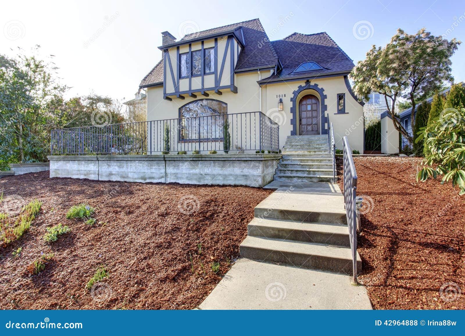 ext rieur anglais de maison de tuteur porche et escaliers. Black Bedroom Furniture Sets. Home Design Ideas