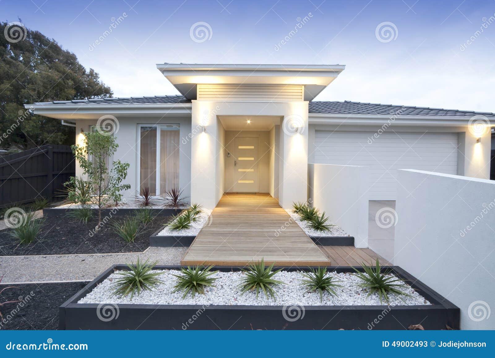Ext rieur contemporain blanc de maison photo stock image - Luminaire exterieur moderne ...