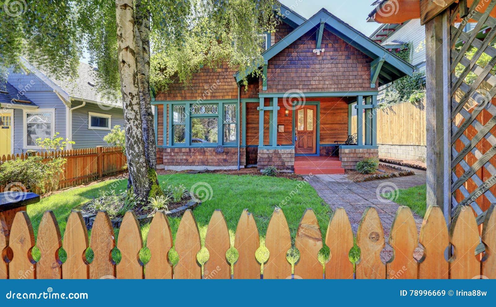 Ext rieur de maison am ricaine avec la voie de garage en Maison americaine bois