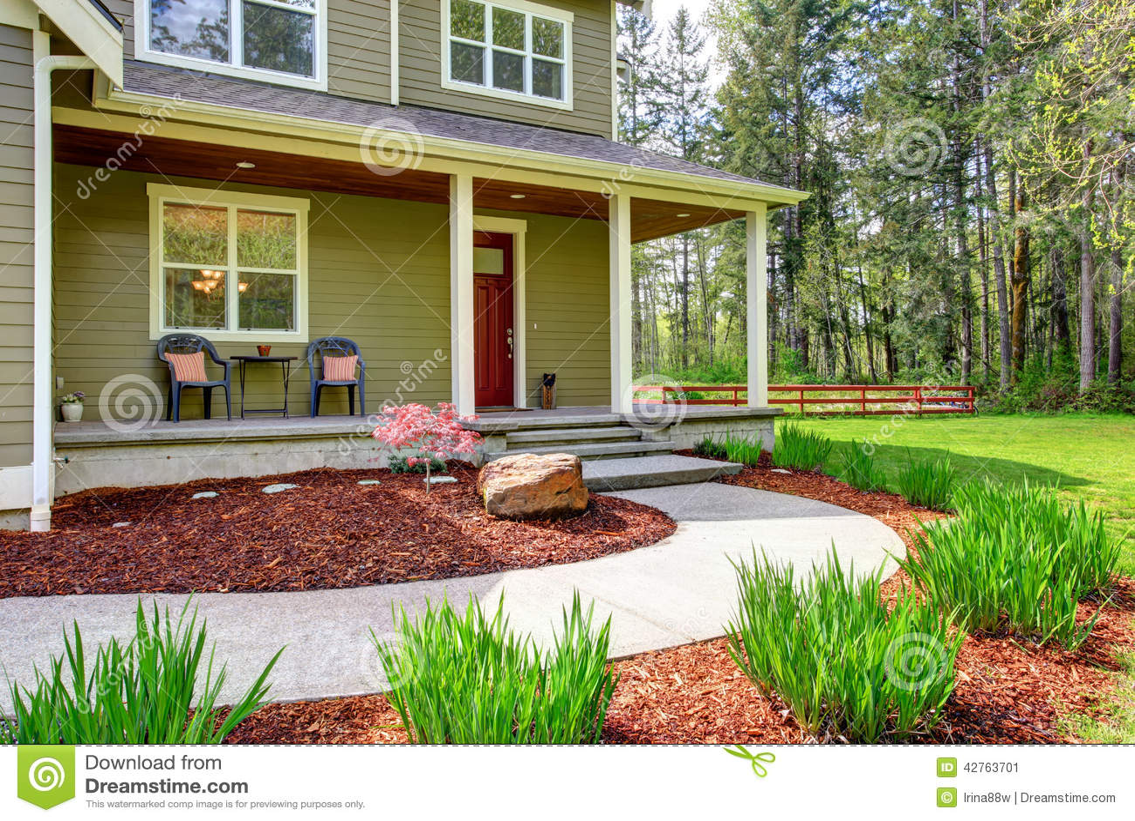 Ext rieur de maison de campagne vue de porche d 39 entr e et for Moulure exterieur maison