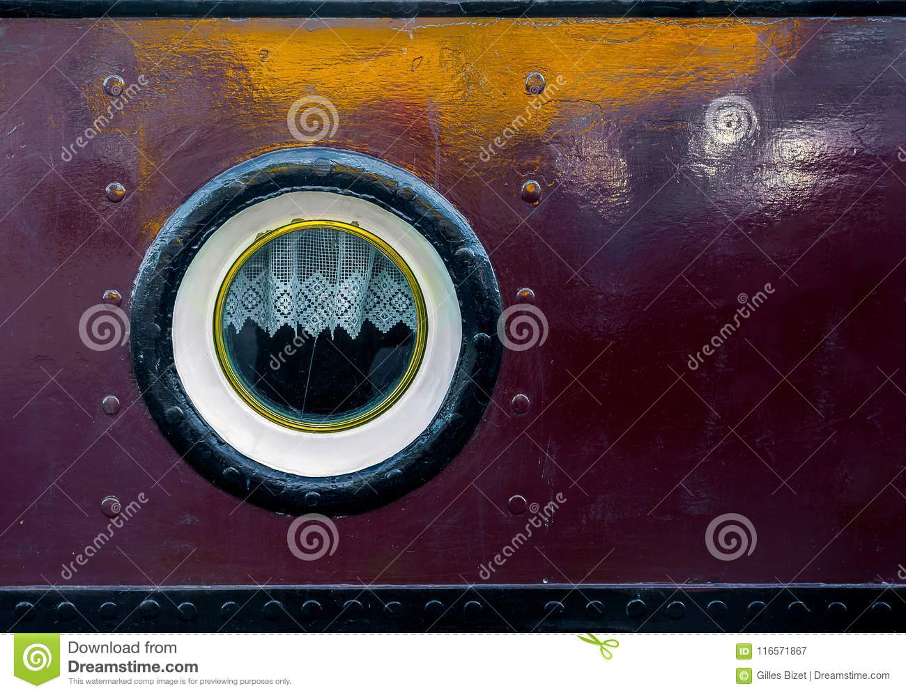 The eye of the barge