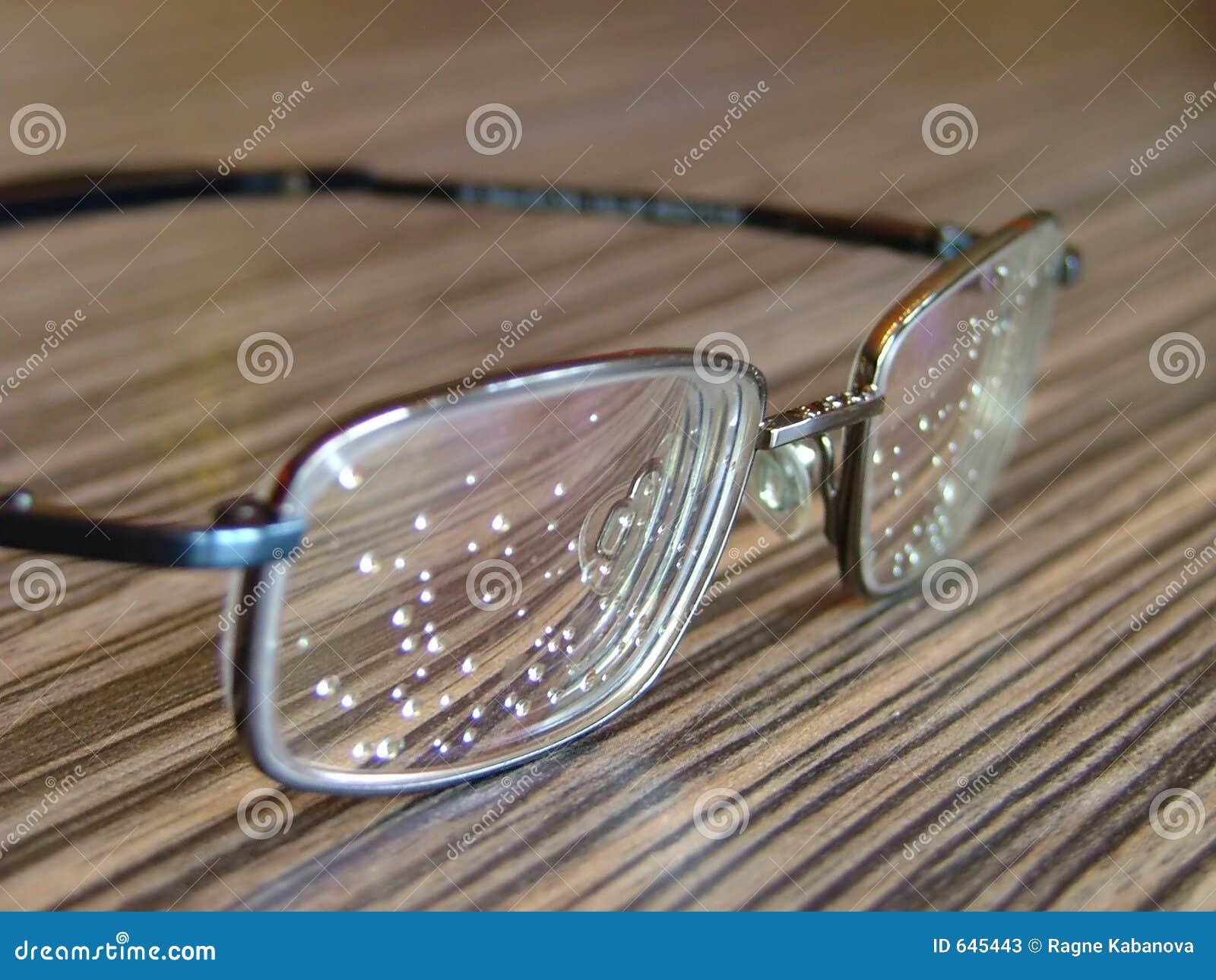 Download Eyeglasses стоковое изображение. изображение насчитывающей здоровье - 645443