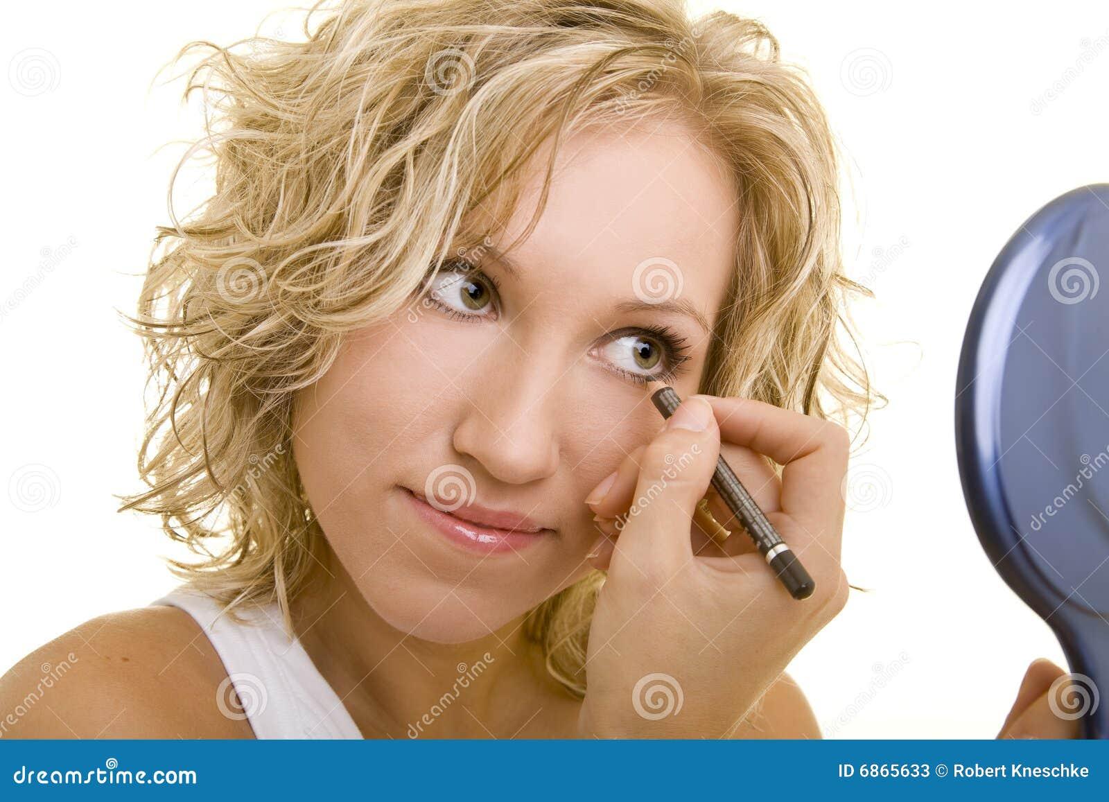 Eyeliner используя