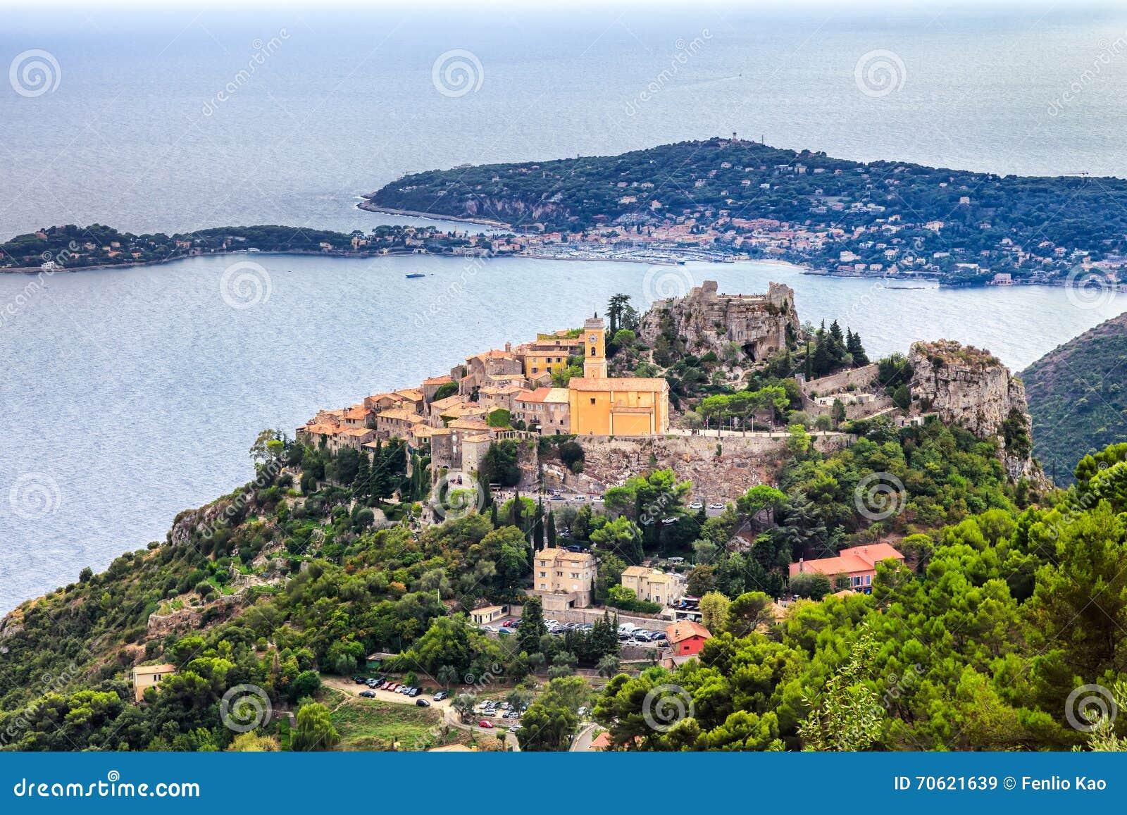 Eze es un pequeño pueblo viejo en el departamento de Alpes-Maritimes en Francia meridional, no lejos de Niza