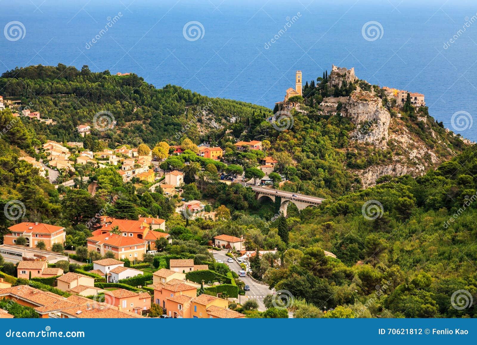 Eze est un petit vieux village dans le département d Alpes-Maritimes dans des Frances du sud, pas loin de Nice