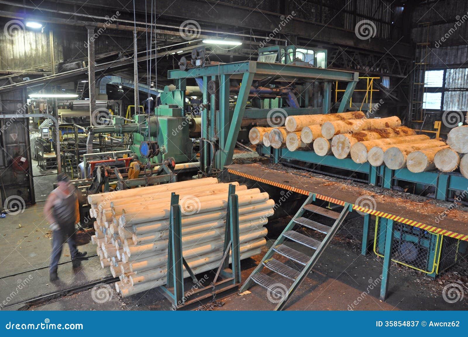 F brica de la madera contrachapada fotograf a de archivo for Fabrica de bares de madera
