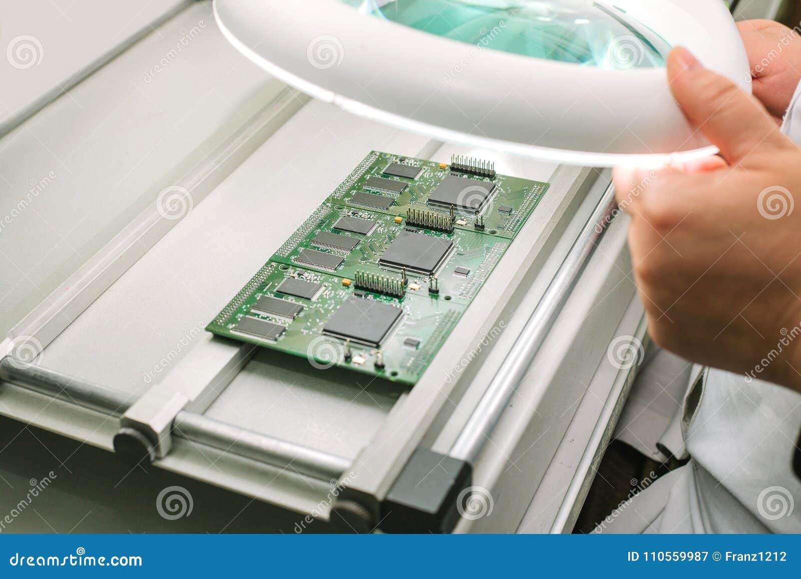 663746a09c36 Fábrica De La Producción Del Microchip Proceso Tecnológico Junta Del ...