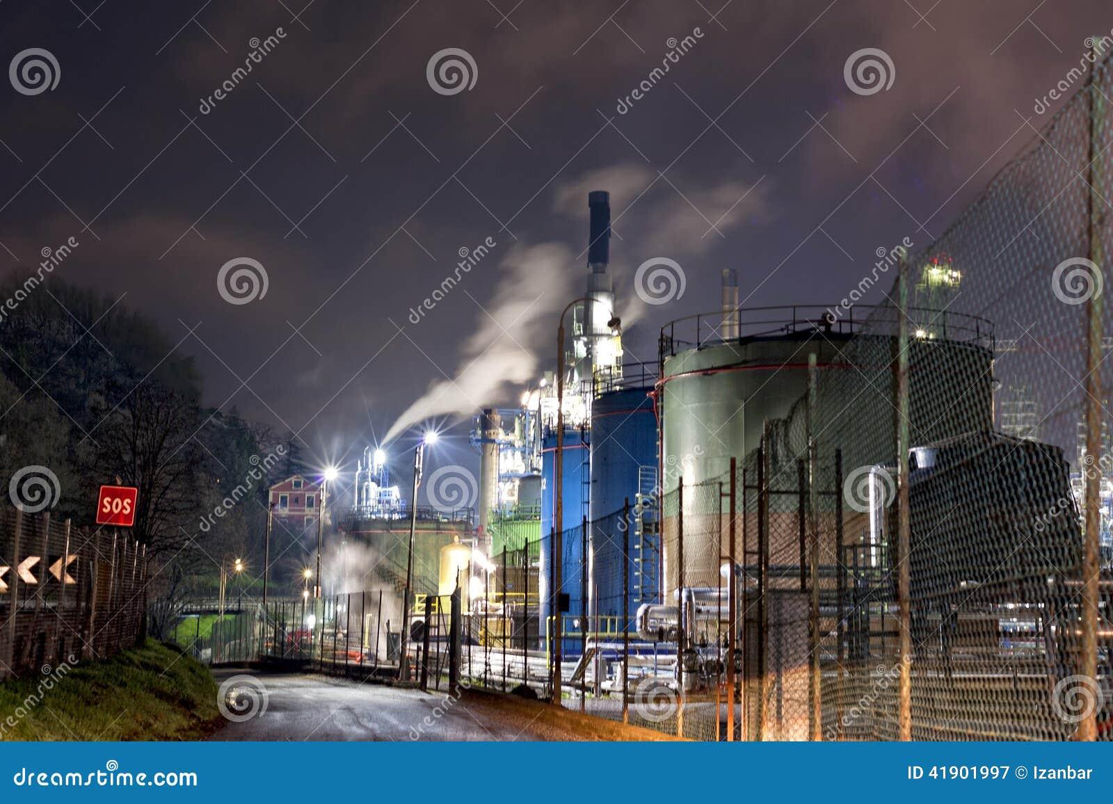 Fábrica del producto químico y del petróleo