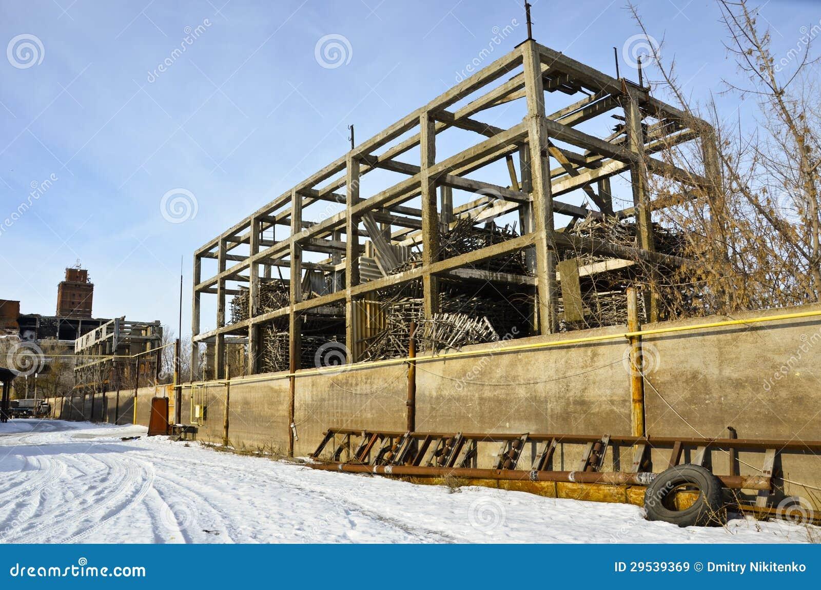 A fábrica destruída 2