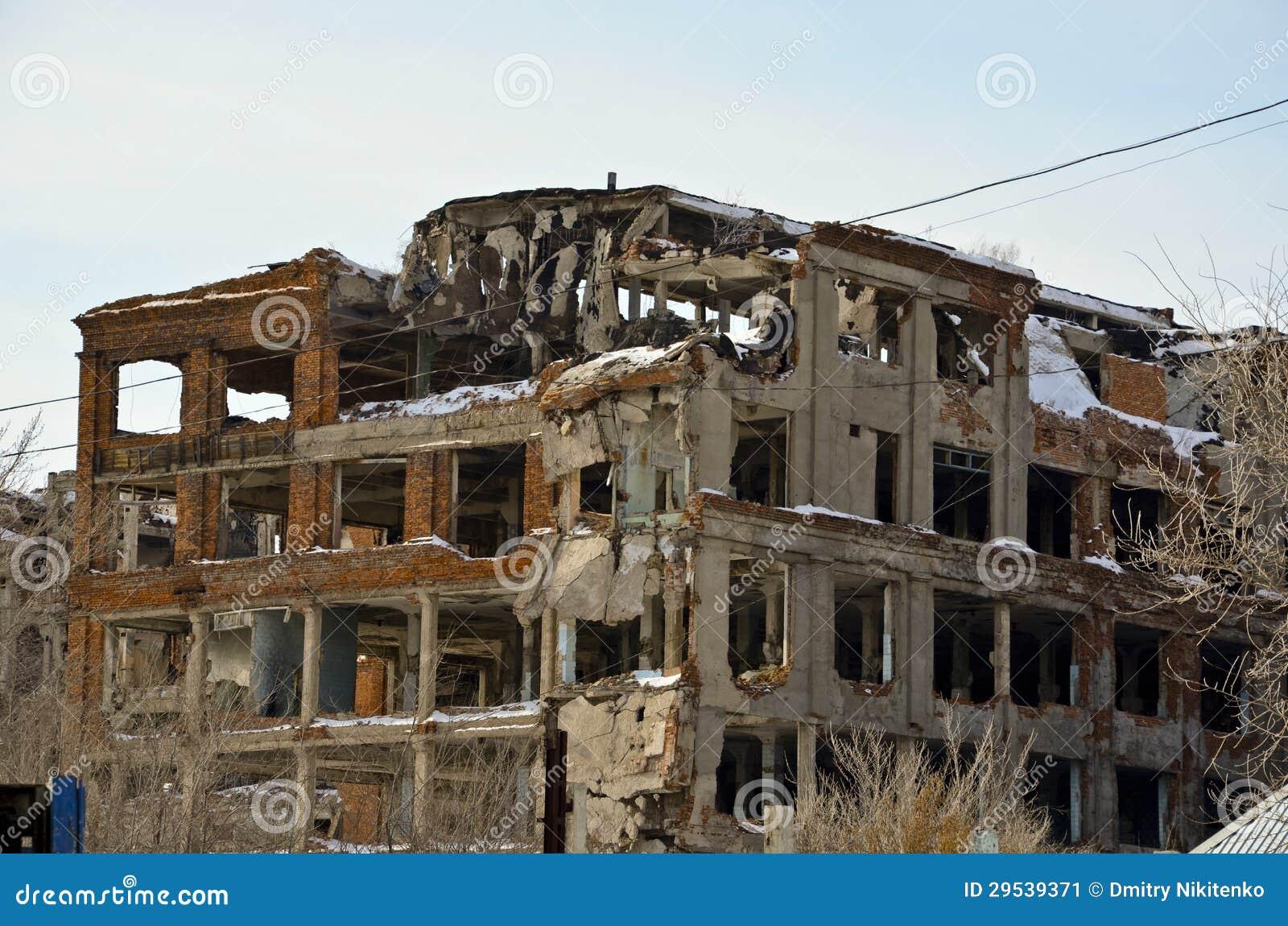 A fábrica destruída 3