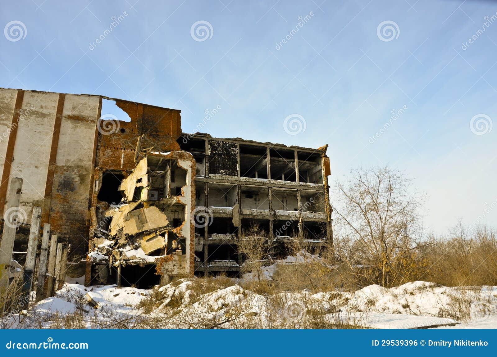 A fábrica destruída 4