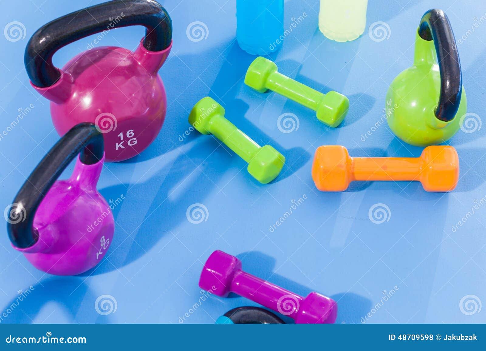 Färben Sie Gewichte, Dummköpfe, Kettlebells Und Isotonische Getränke ...