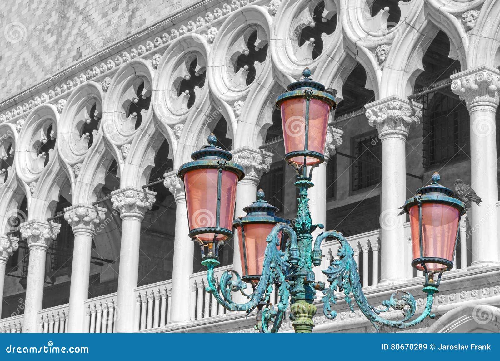Färben Sie Spritzenfoto des Dogepalastes Venedig, Italien