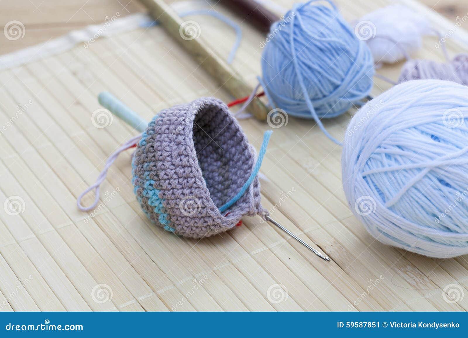 Färben Sie Woolen Schlaufen Für Das Stricken Und Häkeln Sie