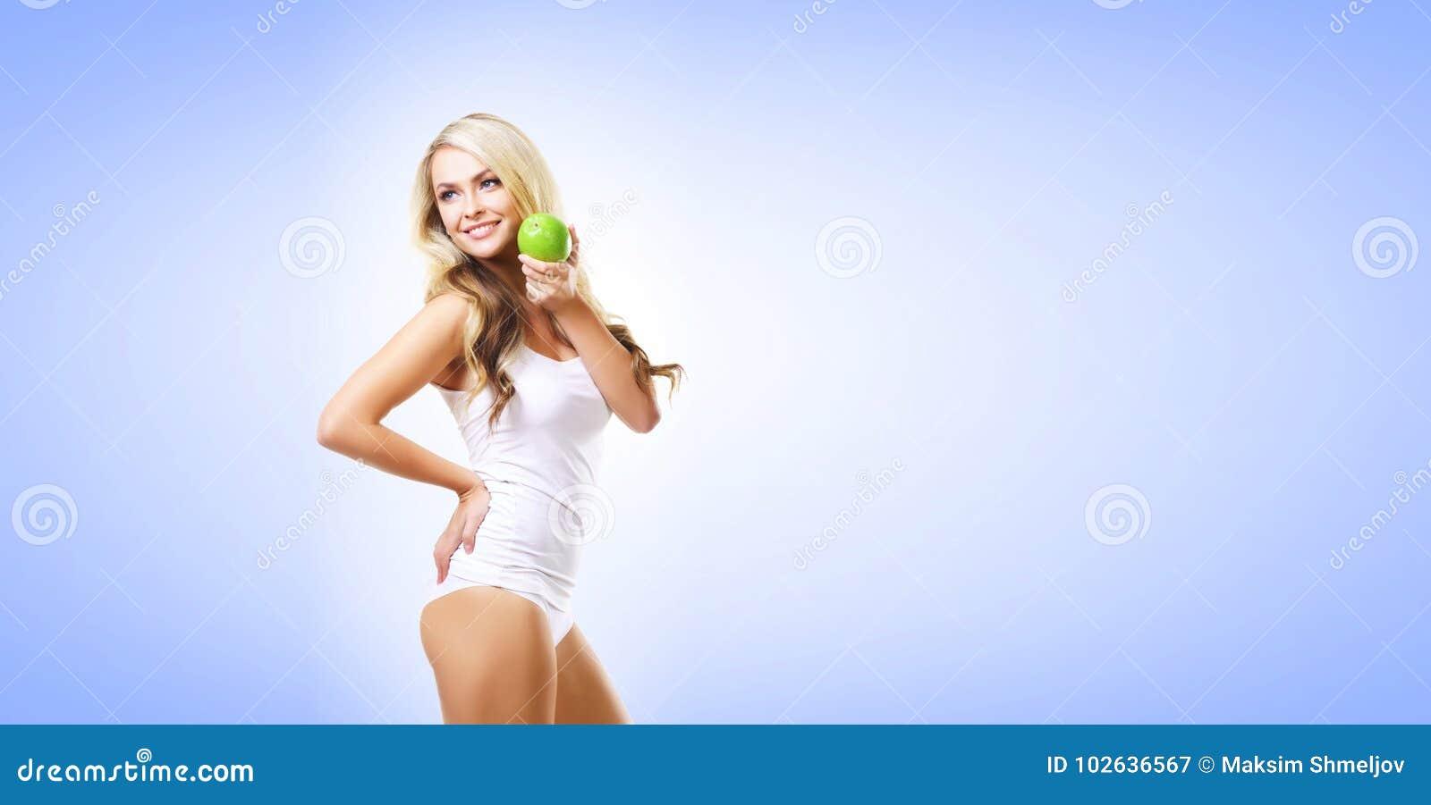 Färdig och sportig flicka i den vita underkläderna Härlig och sund wo