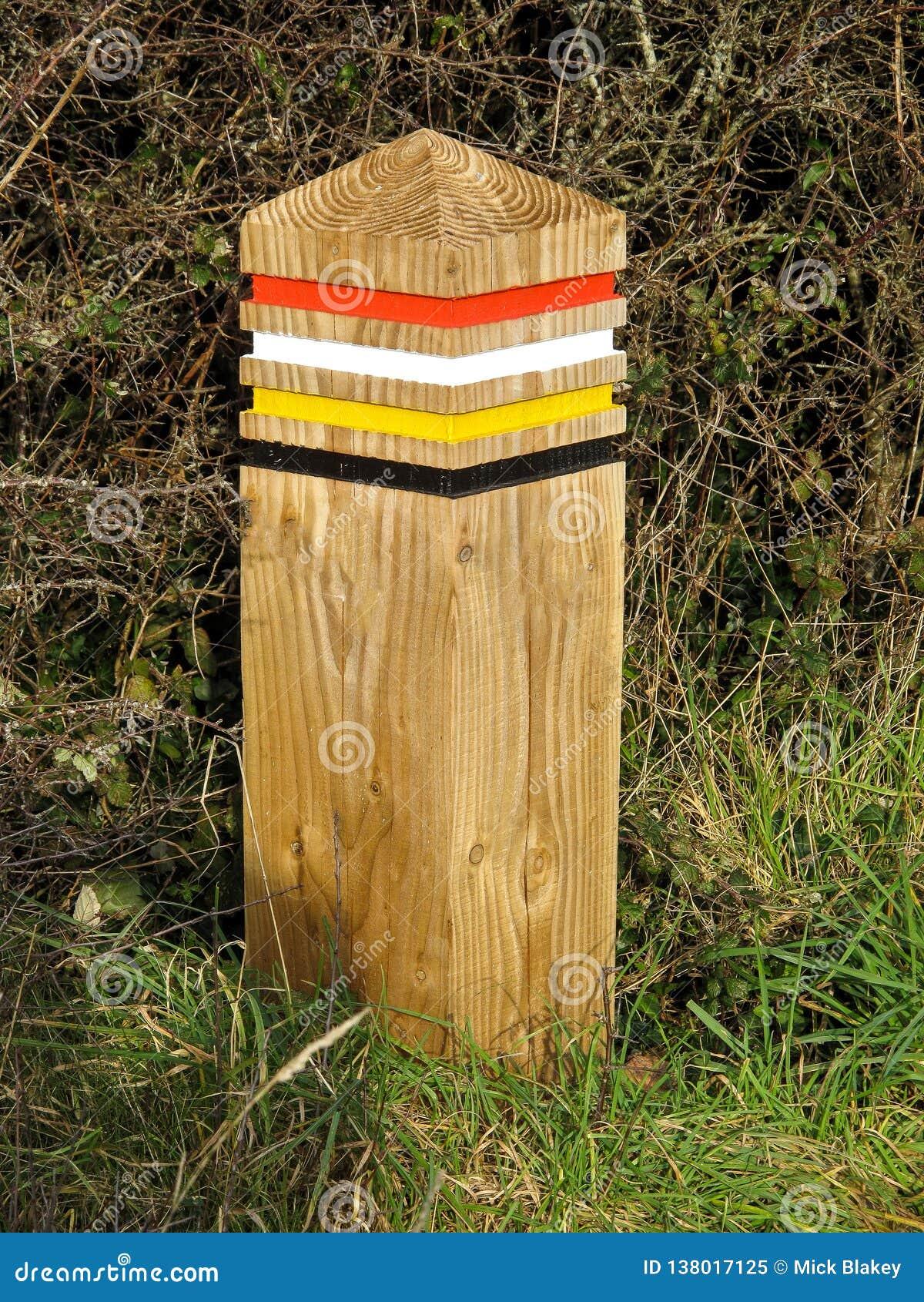 Färga den kodade trästolpen på den södra västkustenbanan, UK