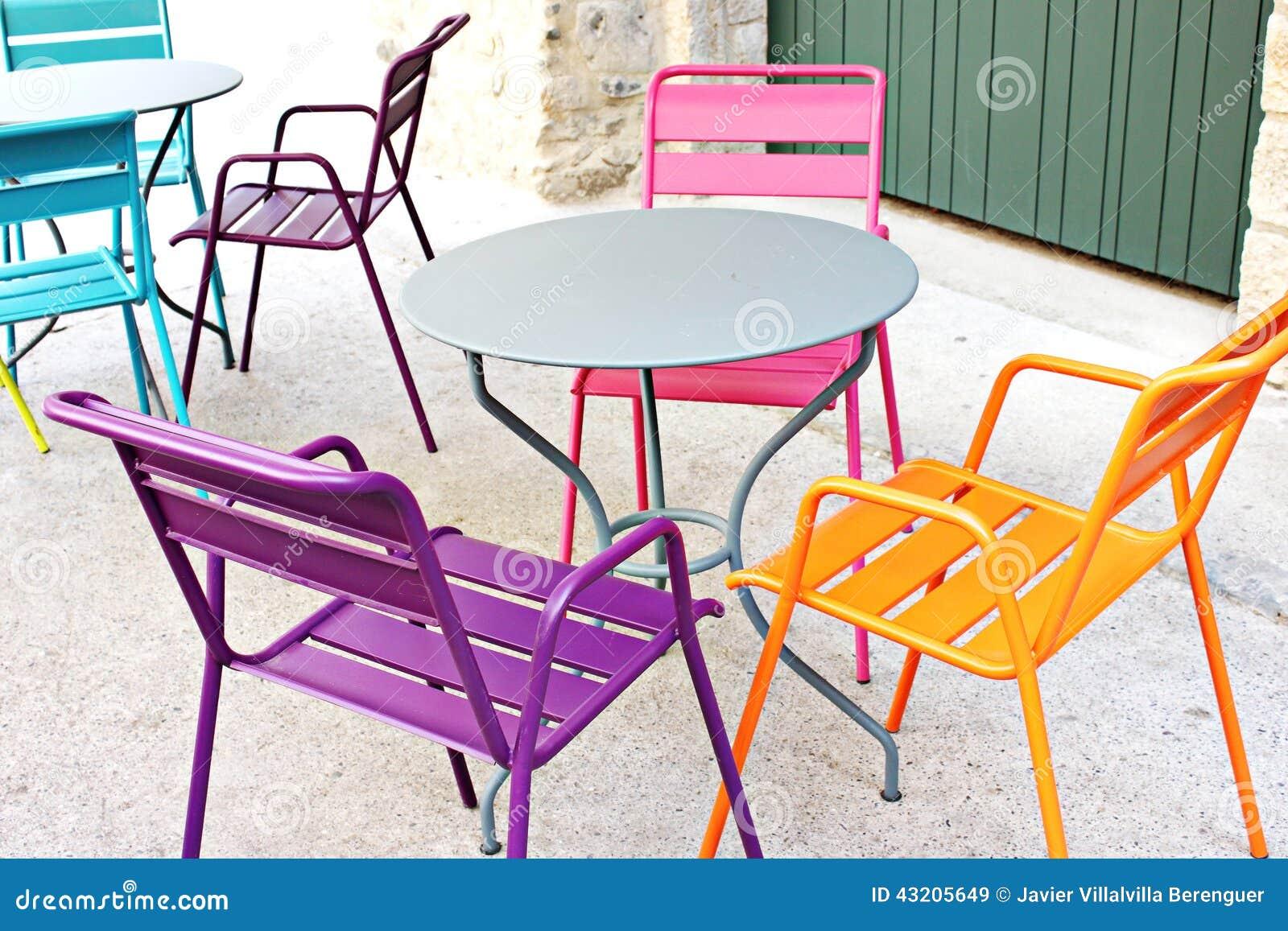 Download Färgade stolar fotografering för bildbyråer. Bild av färger - 43205649