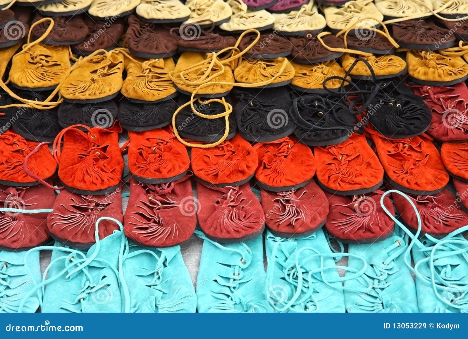 Färger fashion många skor stock illustrationer Bild av kvinnlig 13053229