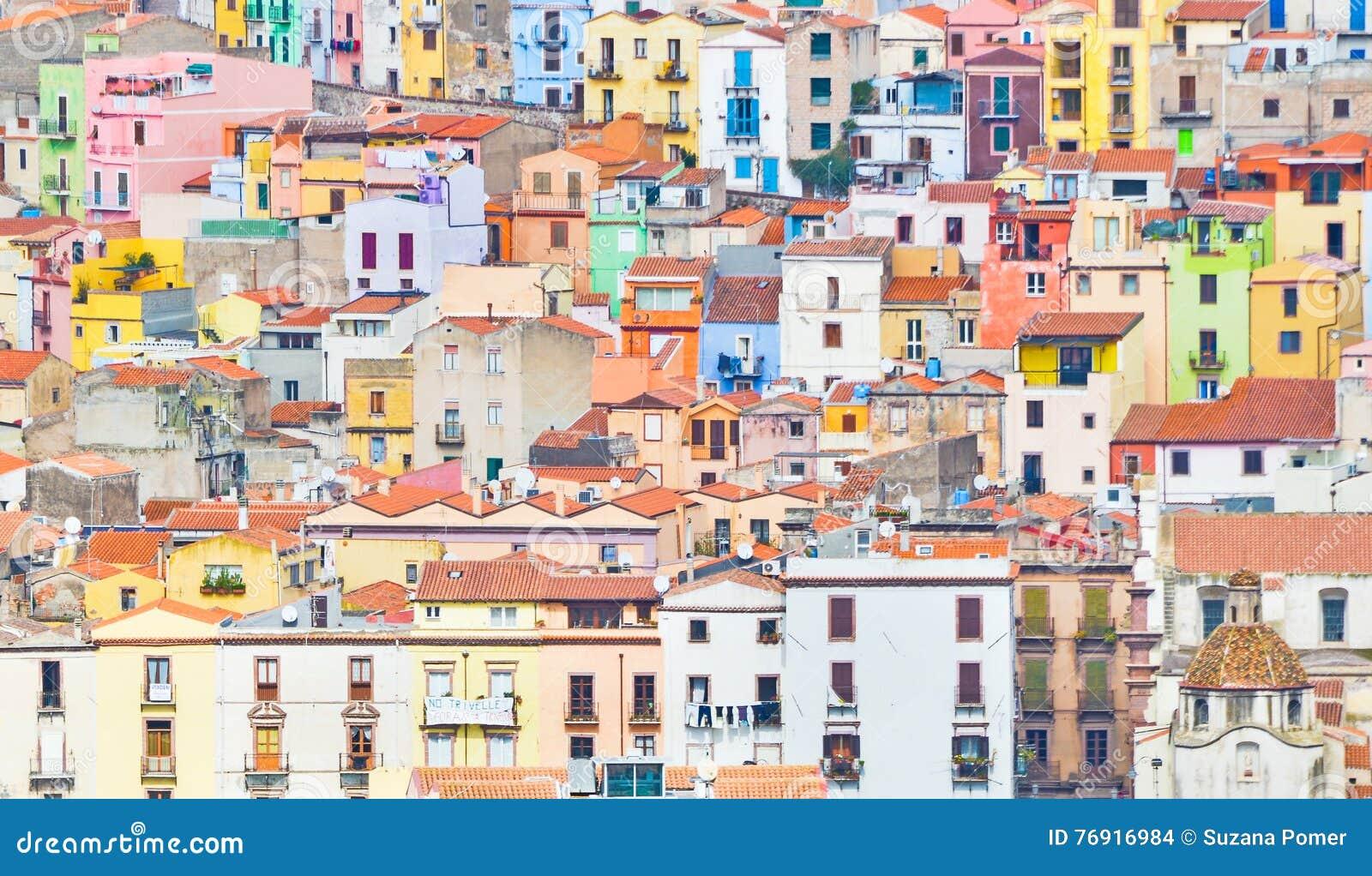 Färgglada hus av Bosa