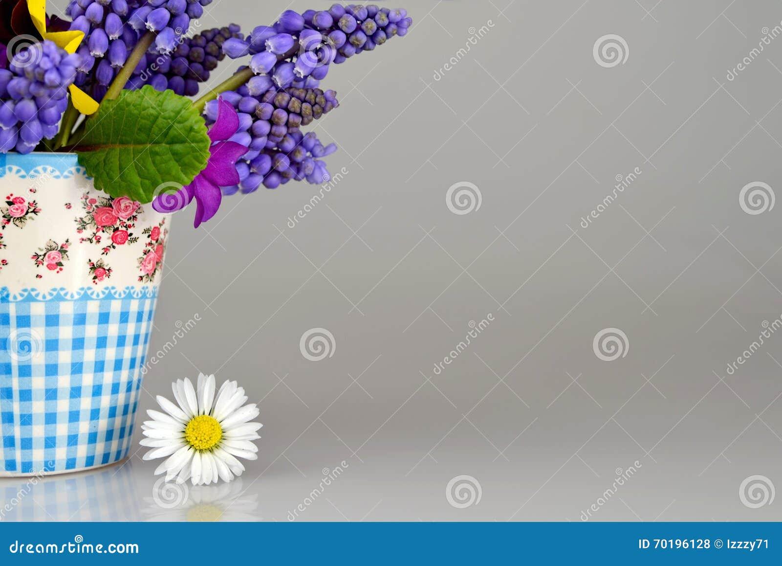 Färgrik blommafjäder
