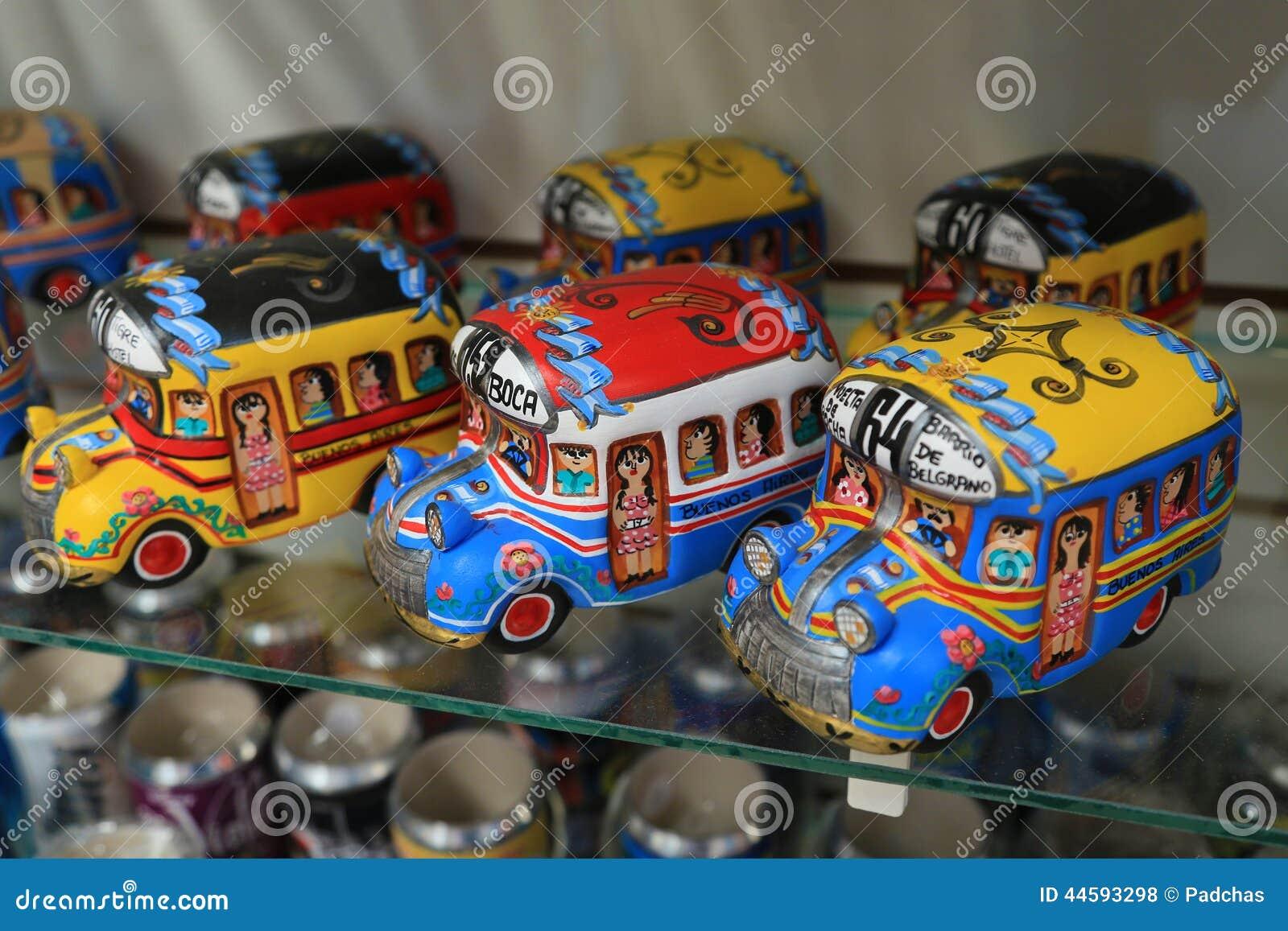 Färgrik bussmodell i La Boca, Argentina