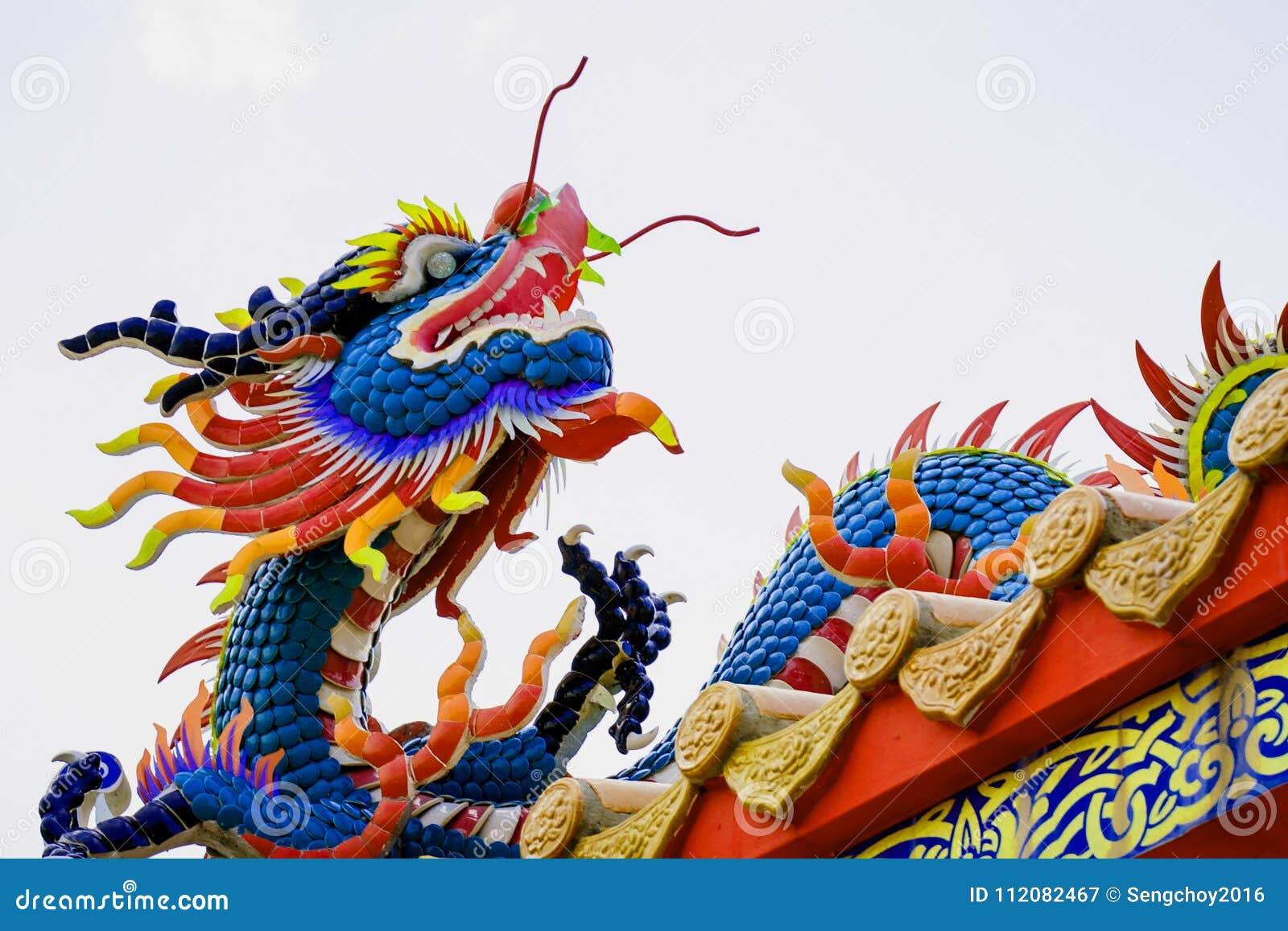 Färgrik konkret kines Dragon Statue