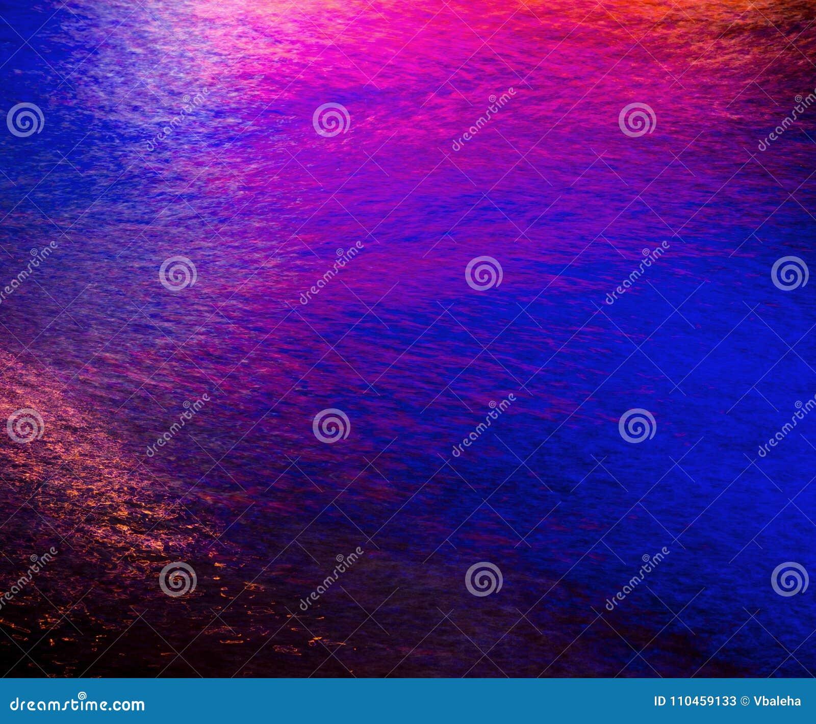 Färgrik ljus reflexion på vattnet