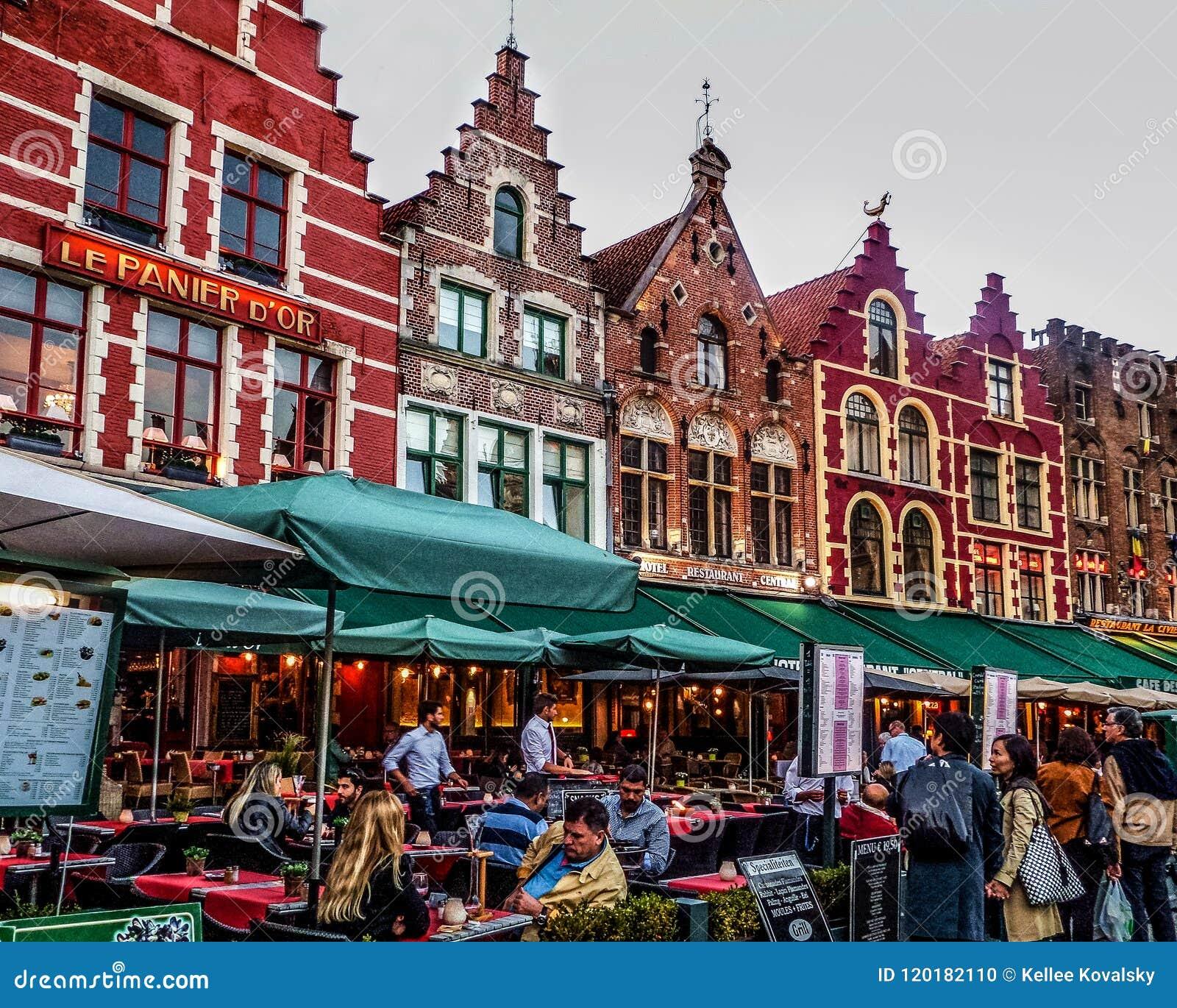 Färgrik medeltida sagobokstad av Bruges Begium