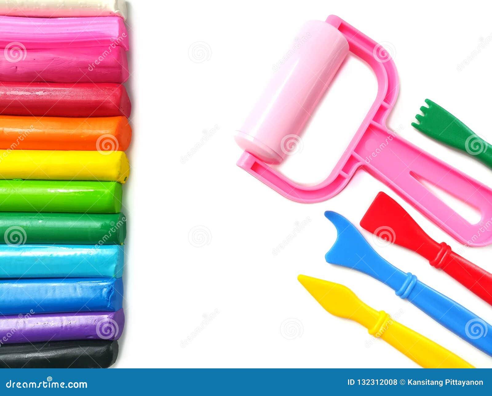 Färgrik pinneplasticinelera, variation som spelar utrustning, mångfärgad deg