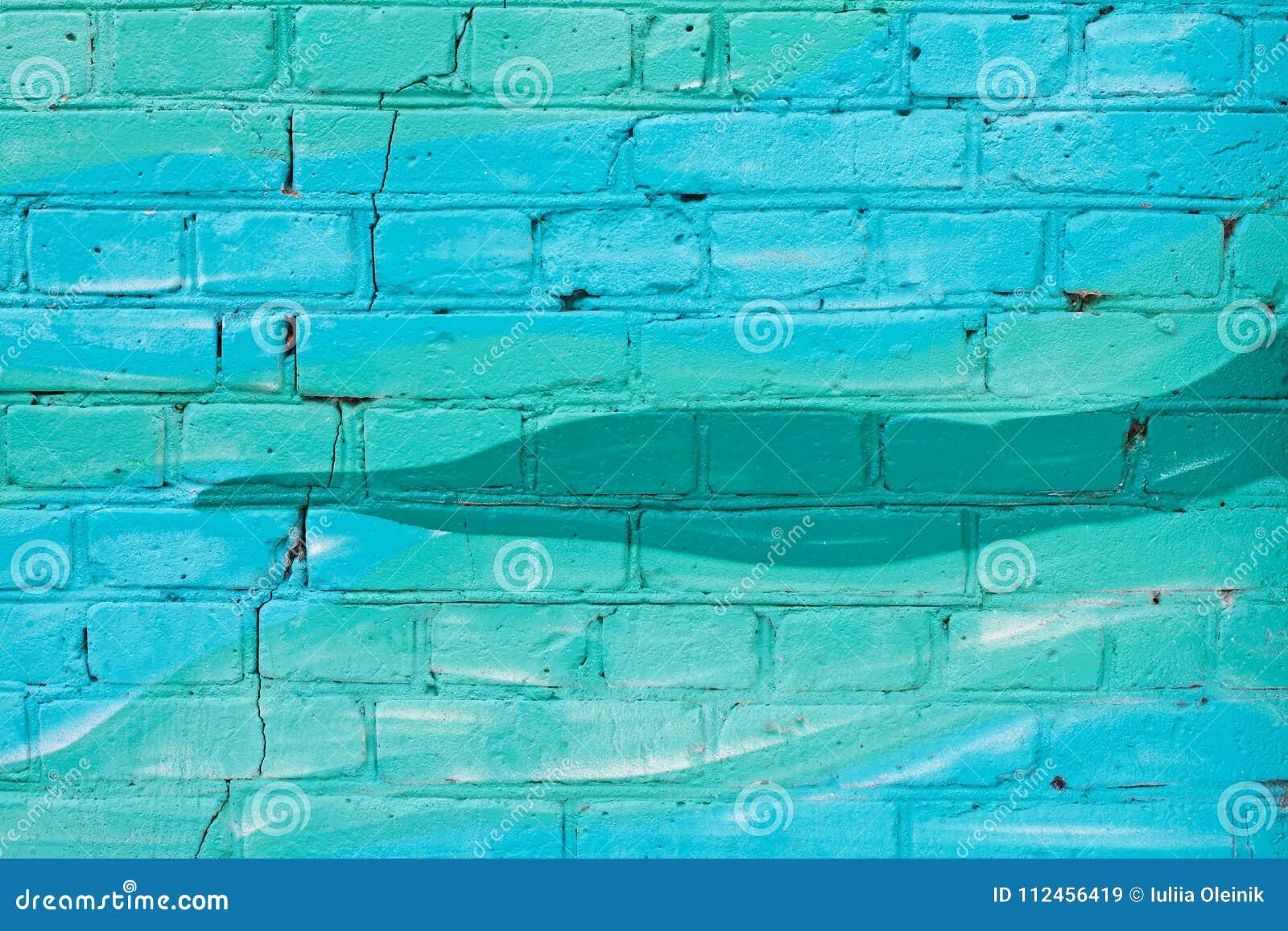 Färgrika blått och turkos målad tegelstenvägg