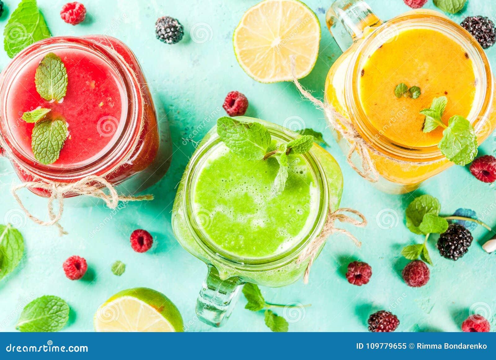 Färgrika frukt- och veggiesmoothies