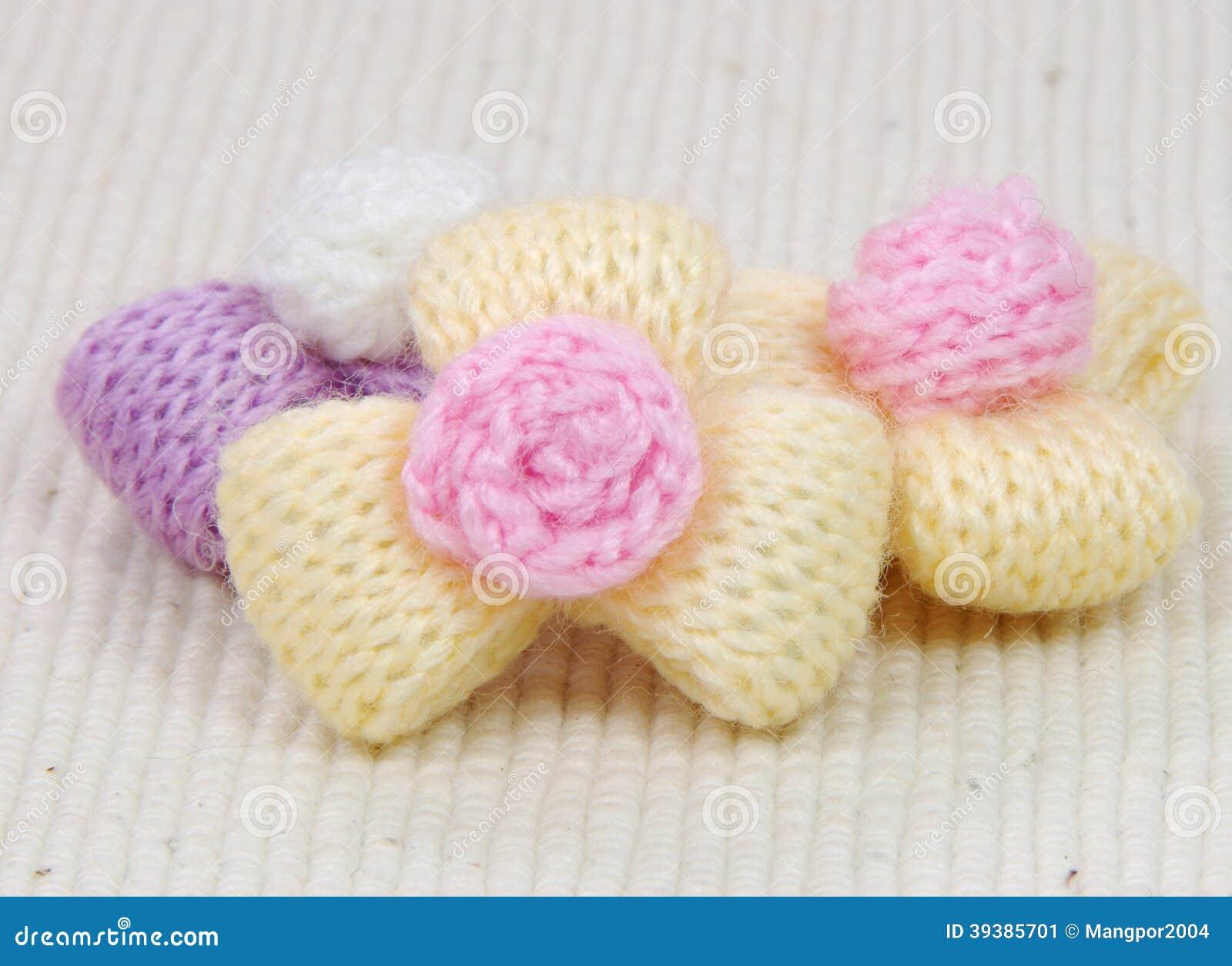 Färgrika handarbeteullblommor, dekorera som är handgjort.