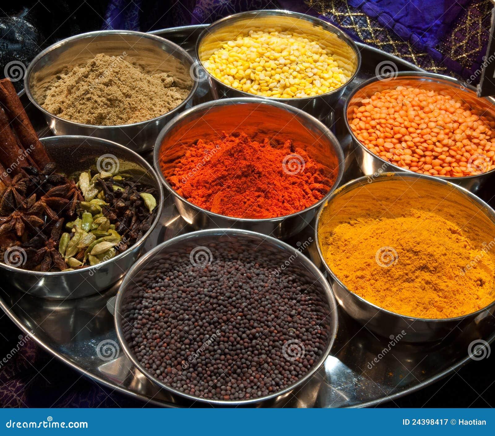 Färgrika indiska kryddor