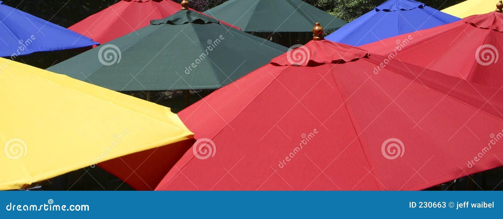 Färgrika paraplyer