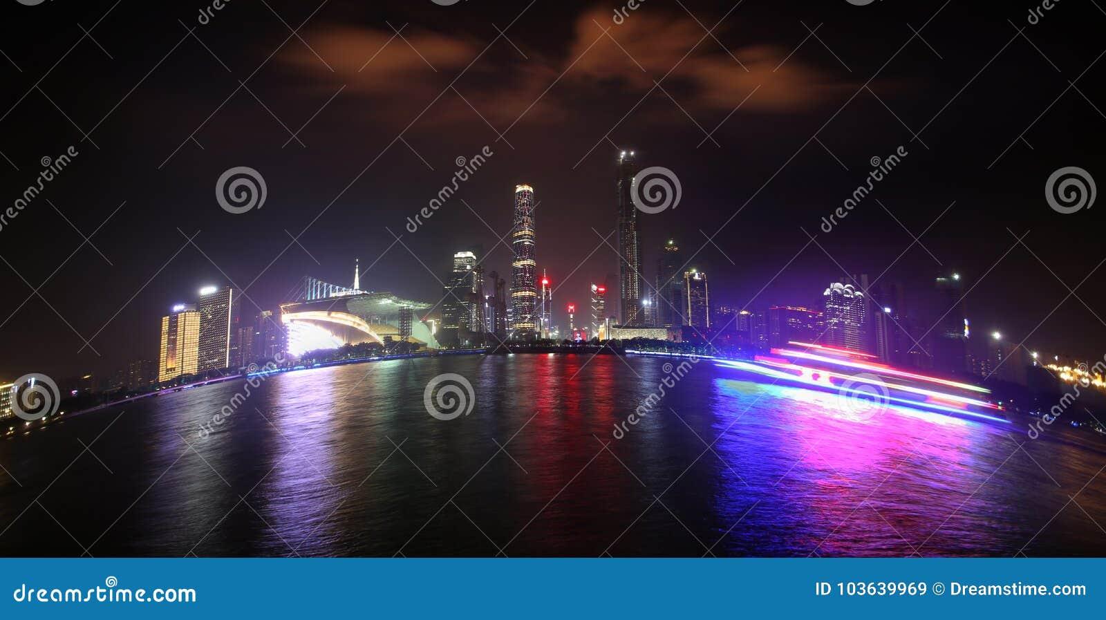 Färgrika Pearl River på natten