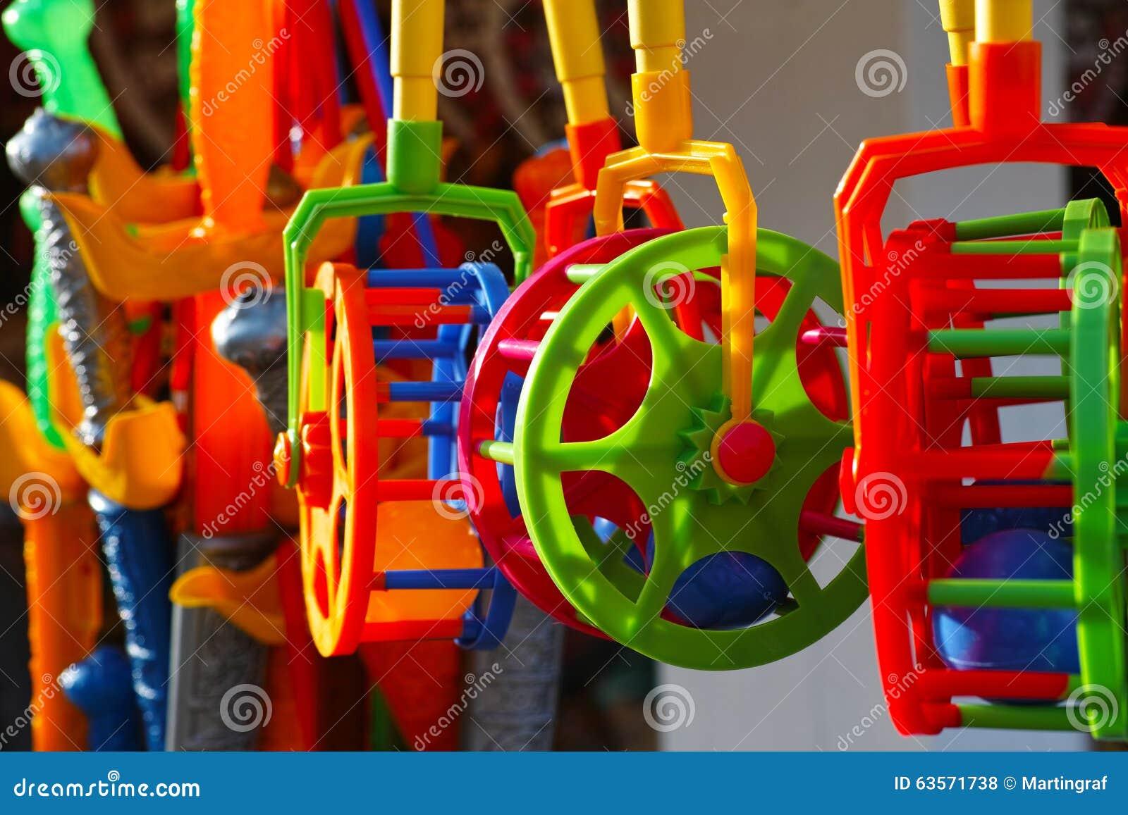 Färgrika plastic toys