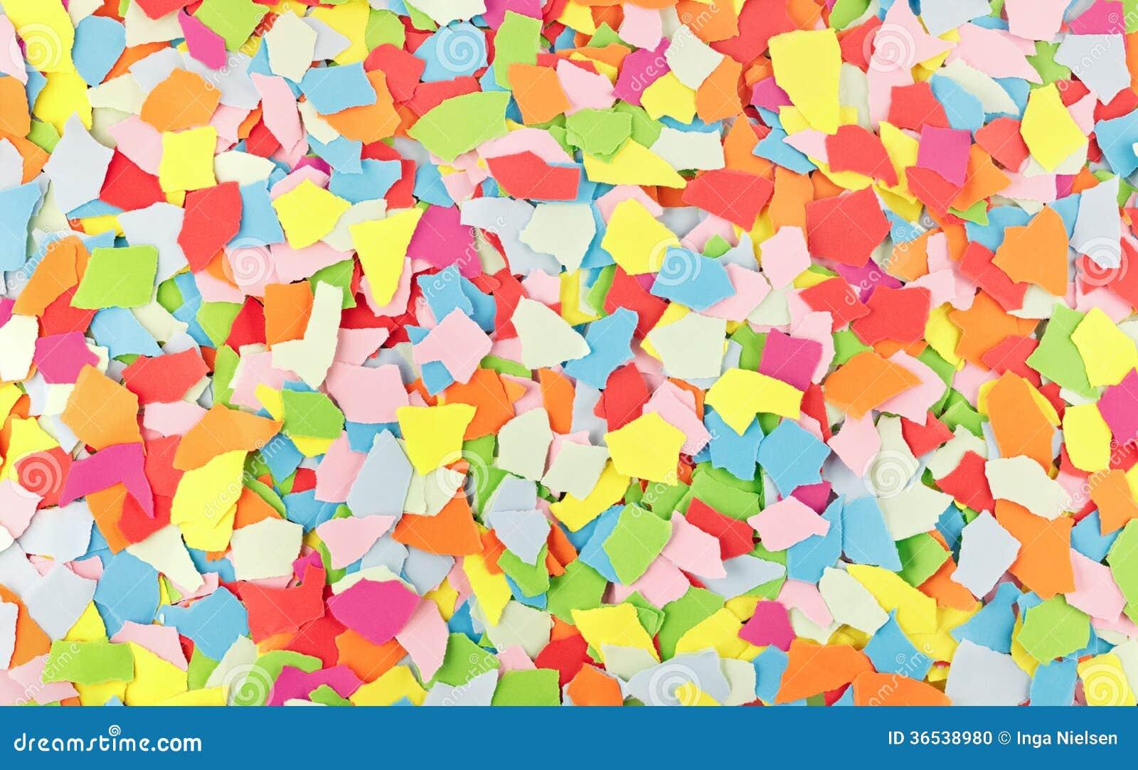 Färgrika sönderrivna pappers- rester