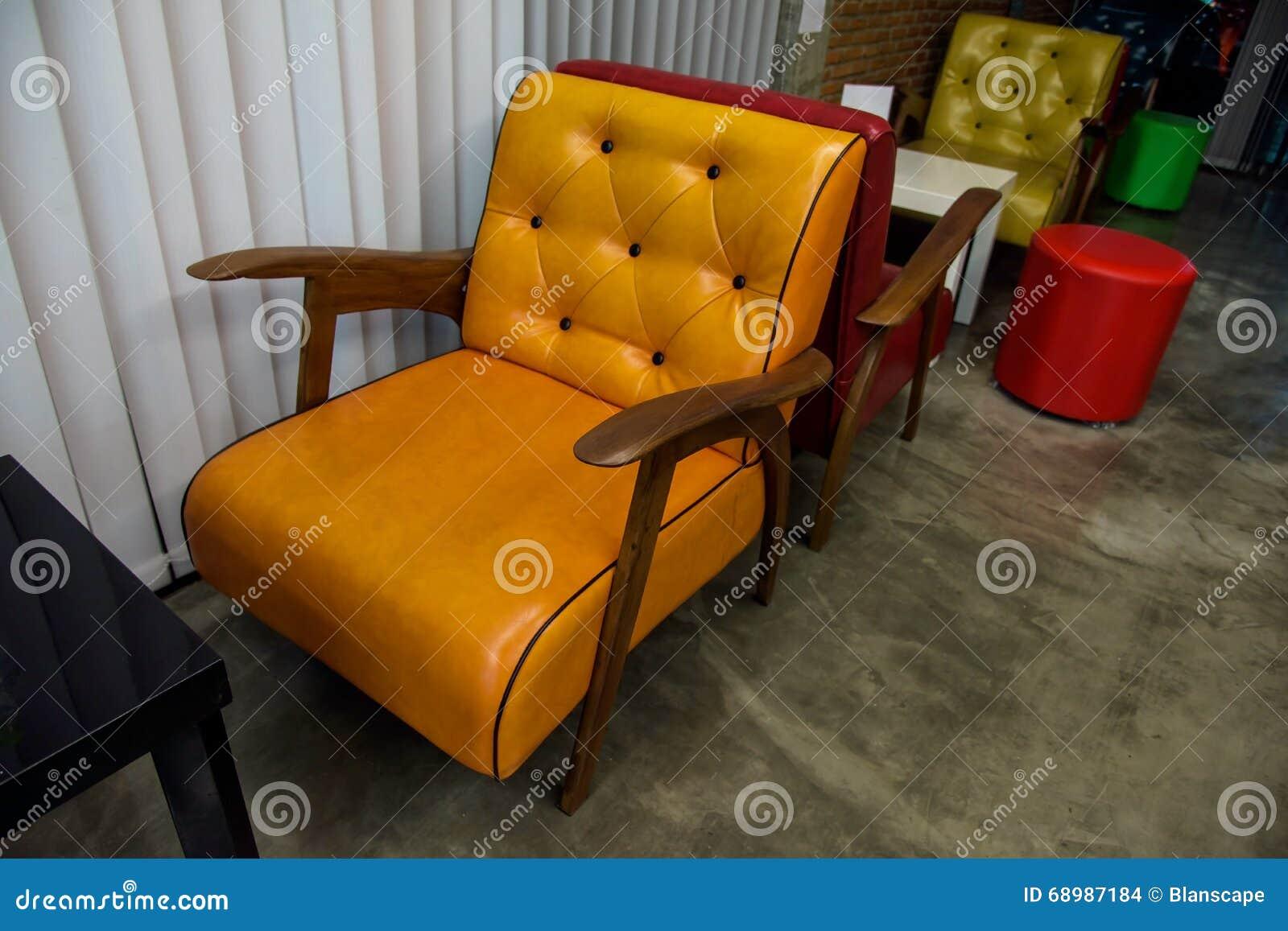 Färgrika tappningläderplatser eller soffa