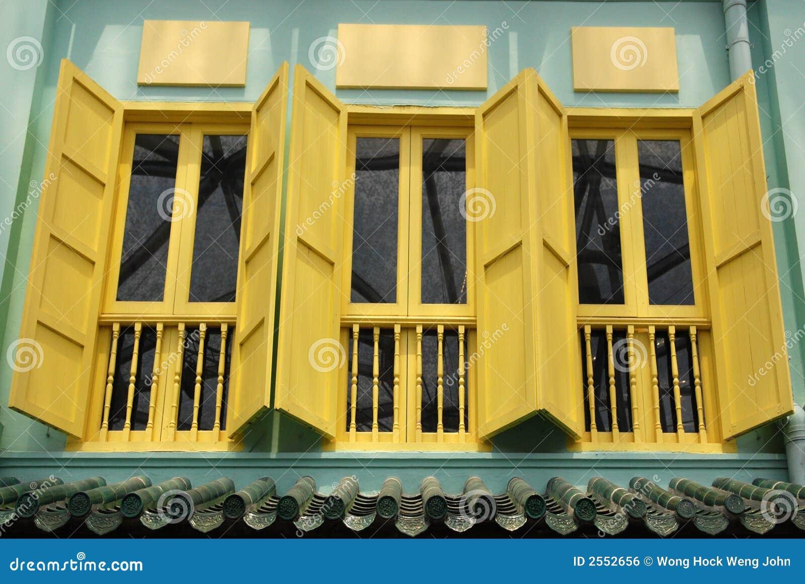 Färgrikt fönster